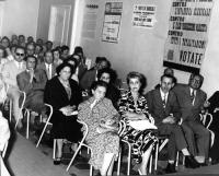 Riunione presso la sede del PR. In prima fila, seconda da sinistra, Anna Garofalo.