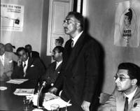 Riunione presso la sede del PR. In piedi: Leone Cattani. In primo piano: Adolfo Gatti. Dall'altro lato, seduto a fianco di Cattani, Vinicio De Matteis