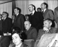 """Esponenti di partiti politici assistono, al teatro Eliseo, a uno dei convegni organizzati da """"Il Mondo""""."""