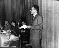 """""""Stato e Chiesa"""", Convegno al teatro Eliseo promosso dagli Amici del Mondo. Al tavolo, da sinistra a destra: Alberto Moravia, Riccardo Lombardi (PSI),"""