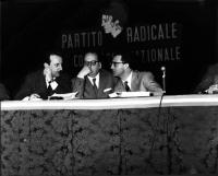 Primo Congresso Nazionale del PR. Da sinistra: ???, Mario Pannunzio, Eugenio Scalfari.