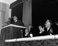 Primo Congresso Nazionale del PR. Alla tribuna: Mario Paggi. Al tavolo di presidenza: Arrigo Olivetti, Franco Libonati.