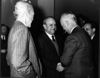 Nicolò Carandini, Francesco De Martino (all'epoca vicesegretario del PSI), Leopoldo Piccardi, in occasione del Primo Congresso Nazionale del PR.