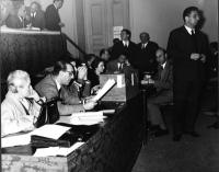 Primo Congresso del PR. Ufficio di presidenza, con l'urna sul tavolo. Si riconoscono: in primo piano, Nina Ruffini. Nella parte superiore, in fondo: F