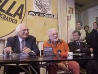 Conferenza stampa con Marco Pannella, Luciano De Crescenzo, Maurizio Turco, sulla notifica del provvedimento di libertà vigilata per Pannella (in segu
