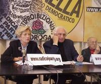 Conferenza stampa sull'appello lanciato da Marco Pannella per un Iraq libero. Da sinistra: Emma Bonino, Marco Pannella, Sergio Stanzani.