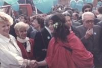 marcia di Natale '84. Sandra Milo, Zamberletti (DC) e Piccoli (DC) mentre marciano