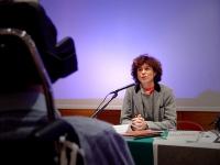 Primo Congresso dell'Associazione Luca Coscioni per la libertà di ricerca scientifica. Al microfono, Mirella Parachini. In primo piano, di spalle: Luc