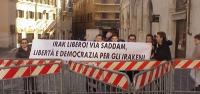 Manifestazione, a piazza Montecitorio, per un Iraq libero e democratico, e per l'esilio di Saddam Hussein. Da sinistra: Francesco Radicioni Marcucci,