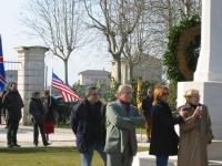 Manifestazione al cimitero inglese, per un Iraq libero e democratico. Carlo Ripa Di Meana (secondo da destra, nel gruppo in primo piano) ed Emma Bonin