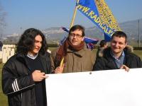 Manifestazione al cimitero inglese, per un Irak libero e democratico. Matteo Angioli, Bruno Mellano, Nicola Dell'Arciprete.