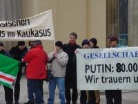 Olivier Dupuis (al centro) partecipa a una manifestazione contro il genocidio in Cecenia, e per l'apertura di negoziati fra Russia e autorità cecene.