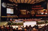 38° Congresso, II sessione, Vista delle prime file di platea, della presidenza e del banner.