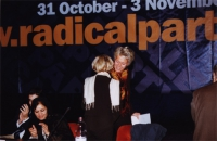 38° Congresso, II sessione. Margherita Boniver, saluta Emma Bonino (di spalle). A sinistra: Daniele Capezzone, Soraya Rahim.