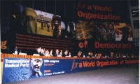 38° Congresso del PR, II sessione. Vista del tavolo di presidenza, con banner di sfondo.