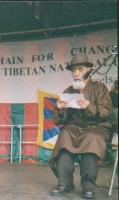 Tanak Jigmé Sangpo, antico prigioniero politico tibetano, partecipa alla manifestazione per la libertà del Tibet.