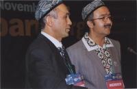 38° Congresso, II sessione. Enver Can (leader degli uighuri), insieme a un cantante uighuro.