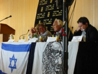 Incontro pubblico di Marco Pannella sulla campagna per l'ingresso di Israele nell'Unione Europea. Al tavolo, da sinistra: Martin Shultes, Marco Pannel