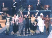 "Emma Bonino riceve il premio ""Principe delle Asturie"". Insieme a lei: Fatiha Boudiaf, Olayinka Koso-Thomas, Graça Machel, Rigoberta Menchù; Fatana Ish"
