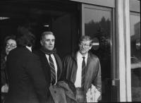 Enzo Tortora ed Emilio Vesce, all'uscita da un carcere.