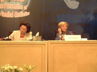 "Suzanne Mubarak ed Emma Bonino nel corso della conferenza: """"LEGAL TOOLS FORTHE PREVENTION OF FEMALE GENITAL MUTILATION"". Altre digitali"