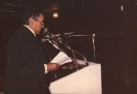 Enzo Tortora pronuncia il suo discorso alla tribuna del 30° Congresso.