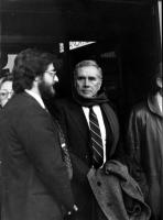 Enzo Tortora nel corso della visita a un carcere.