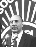 comizio di Antonio Cariglia, primo piano con parte del logo PSDI sullo sfondo (BN) 766bis: XXII congresso nazionale del PSDI.