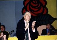 32° Congresso (I o II sessione?). Enzo Tortora nell'atto di applaudire. Si vedono anche: Francesco Rutelli, Peppino Calderisi, Massimo Teodori.
