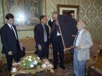 Kok Ksor (leader dei montagnards), ricevuto da Pierferdinando Casini (Presidente della Camera dei Deputati). A sinistra: Daniele Capezzone; a destra: