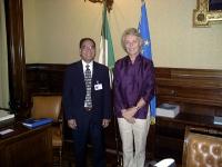 Margherita Bonniver, sottosegretario agli Esteri del governo italiano, incontra Kok Ksor.