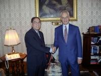Kok Ksor (leader dei montagnards) ricevuto dal presidente del Senato Marcello Pera.
