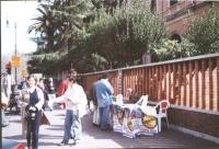 Tavolo di raccolta di firme su viale Trastevere per la presentazione della lista Bonino alle elezioni politiche. Fra i militanti: Lucio Bertè.
