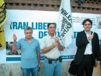 Manifestazione per la democrazia in Iran, presso l'ambasciata iraniana. Da sinistra. Mariano Giustino, Kok Ksor, Matteo Mecacci.