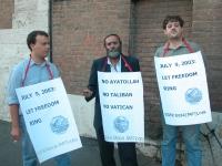 Manifestazione per la democrazia in Iran. Da sinistra: Fabrizio Tosti, Mauizio Provenza, Alessandro Caforio.