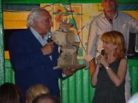 Marco Pannella riceve da Luciana Littizzetto il premio Matto 2003.