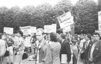 Nell'anniversario del patto Molotov-Ribentropp manifestazione a Riga (Lituania) in URSS corteo con cartelli (BN) importante