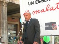Luca Mencaglia, ginecologo, interviene alla staffetta oratoria davanti al Senato, mentre è in corso la discussione sul disegno di legge sulla fecondaz