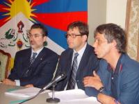 """Incontro pubblico: """"Quale futuro per il Tibet, quale futuro per la causa tibetana?"""", presso il Consiglio Regionale del Piemonte. Al tavolo: Giampiero"""