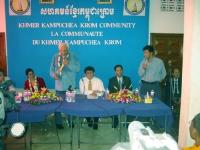 Incontro della delegazione radicale in Cambogia (in vista delle elezioni di luglio) con la Khmer Kampuchea Krom Community.  A destra di Marco Pannella