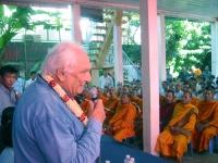 Incontro della delegazione radicale in Cambogia (in vista delle elezioni di luglio) con la Khmer Kampuchea Krom Community. Marco Pannella parla al mic
