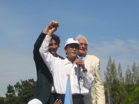 La delegazione radicale in Cambogia, (in vista delle elezioni di luglio) partecipa all'apertura della campagna elettorale del Sam Rainsy Party.  Marco