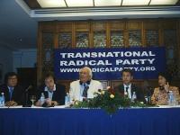 Conferenza stampa della delegazione radicale in Cambogia (in vista delle elezioni di luglio). Da sinistra: Son Chaay, David Carretta, Marco Pannella,