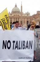 Daniele Capezzone nel corso della manifestazione contro le ingerenze del Vaticano nelle libere scelte degli Stati, e per il riconoscimento legale dell