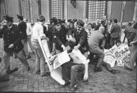 """""""Manifestazione di protesta contro le """"""""Leggi Cossiga"""""""". La polizia fa alzare bruscamente i militanti radicali (in primo piano Peppino Calderisi) in s"""