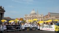 """Manifestazione """"No Taliban No Vatican - per la libertà di ricerca scientifica"""", nella piazza antistante S.Pietro. Striscioni: """"Libera ricerca per la v"""