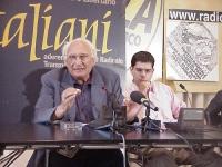 """Marco Pannella (al quinto giorno di sciopero della fame) e Daniele Capezzone, durante una conferenza stampa, presso la sede di Torre Argentina, sul """"c"""