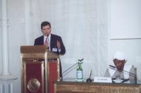 James O'Brien, the Albright Group LLC USA;  a destra, seduto:  Sadek El Mehdi, già Ministro del Sudan (in occasione della tavola rotonda, promossa da