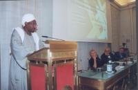 Sadek El Mehdi, già Ministro del Sudan, alla tribuna. Al tavolo, da sinistra a destra: Margherita Boniver, Marcello Pera, Gianfranco Dell'Alba.  (in o