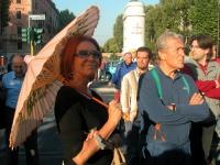 Marina e Carlo Ripa di Meana assistono al comizio anticlericale davanti a porta Pia, nella ricorrenza del 20 settembre.